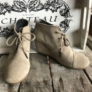 Toms desert wedge shoe in taupe. GUC 7.5